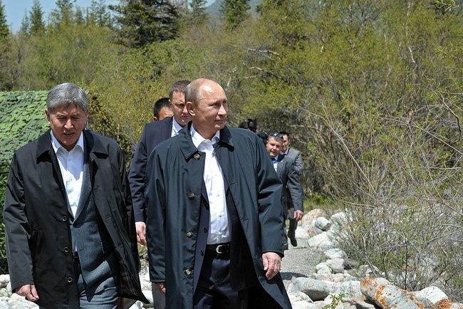 Putin_2013_05_28_Bishkek_Ala-Archa_02_to_river_AP_RF