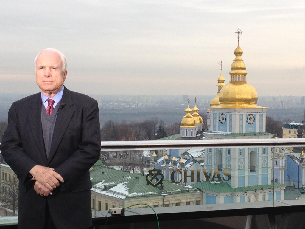 McCain_John_2013_12_15_Kiev_cathdedral_Dnepr