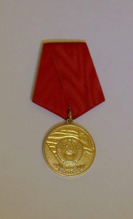 EvrazijskijNarodnyjFront_2013_12_21_3rd_Syezd_00_medal_90_let_obrazovaniya_SSSR_fr
