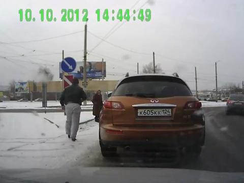 Moryakhin_Arkadiy_2013_04_25_Good_people_02_4_oldwoman_brown_Toyota