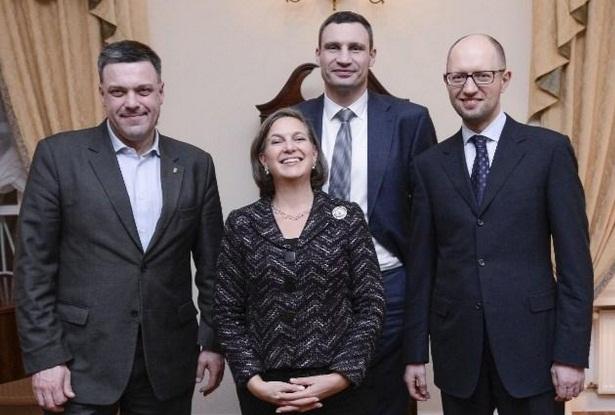 Euromaidan_2014_02_05_Victoria_Nul_n_3_leaders_Twitter_GeoffPyatt