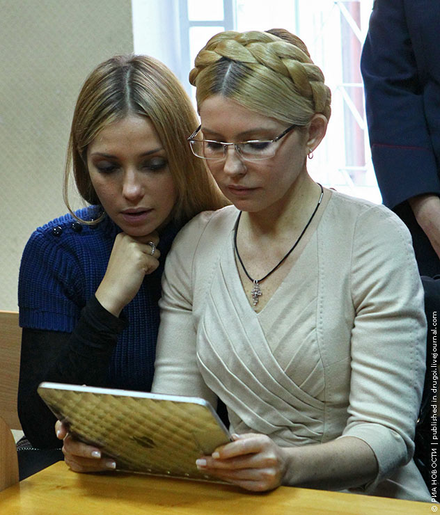 Timoshenko_Yulia_2011_10_11_Evgeniya_daughter_waiting_7_years_verdict