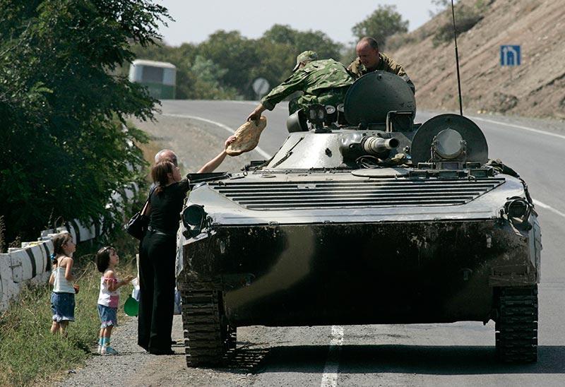 08_08_08_war_97_Aug22_woman_lavash_Georgian_village_Igoeti_AP_Sergey_Gritz