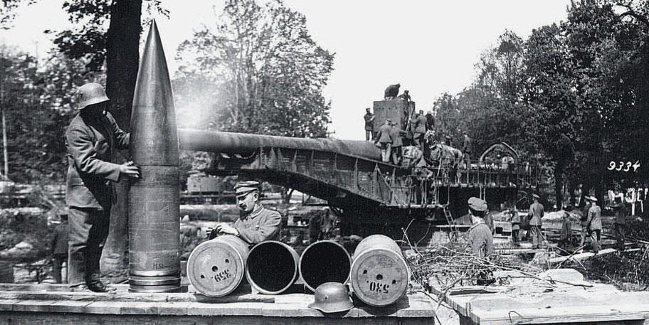 big_howitzer_soldiers