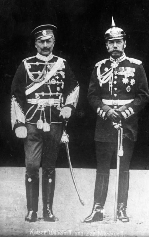 Kaiser_Wilhelm_II_1905_left_Zar_Nikolaus_II_right_changed_uniforms_Wikipedia