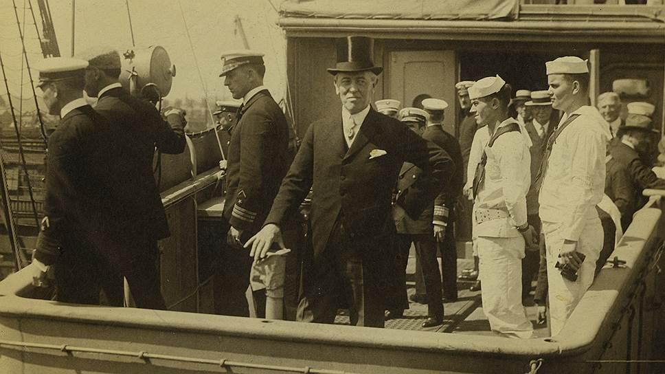 Wilson_Woodrow_1918_onboard_ship_George_Washington_going_to_France_AFP