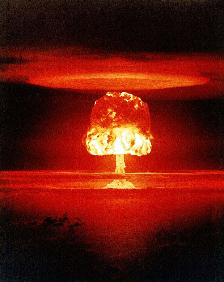 atom_1946_07_25_Bikini_atoll_04_operation_Сrossroads_www_wikipedia_org