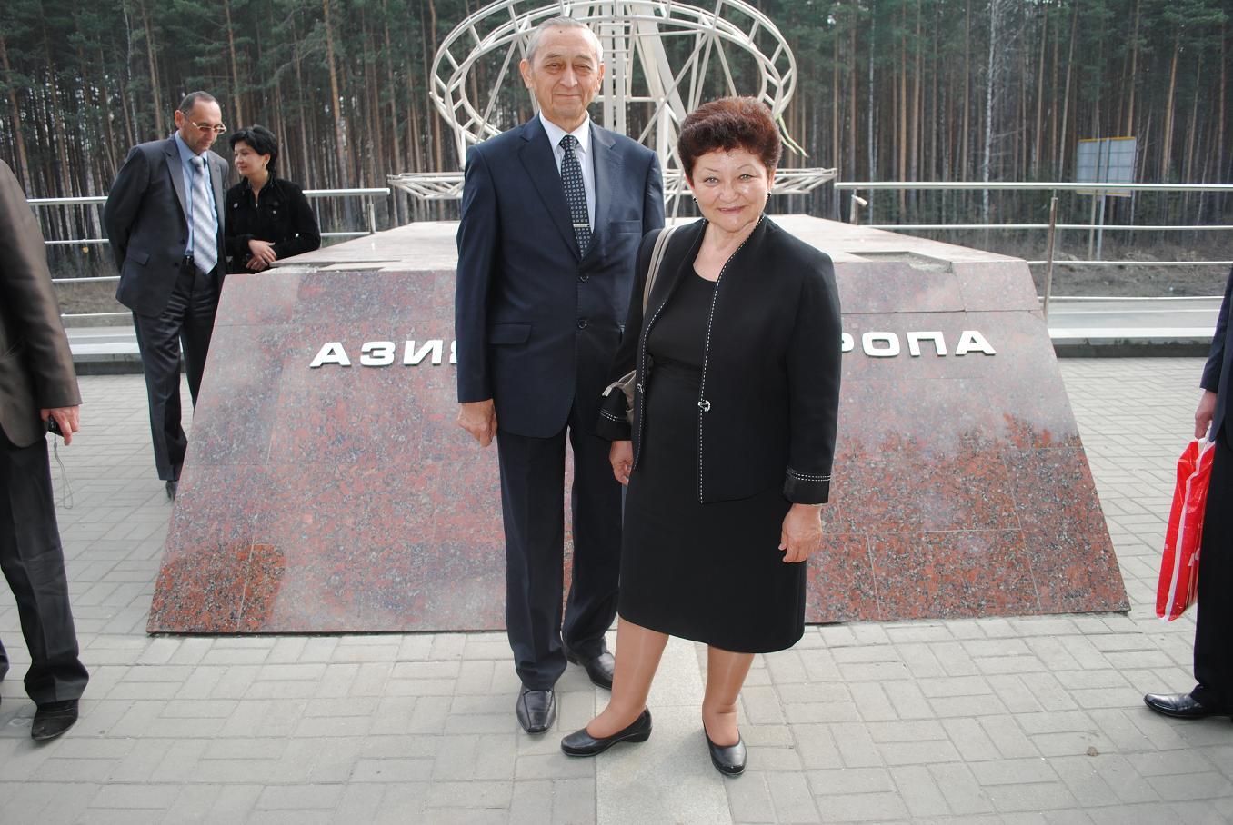 Ekaterinburg_Eltsin_readings_2012_04_25_26_Asia-Europe_Maitdinova_Guzel_Vakhidov_Vakhob_sm