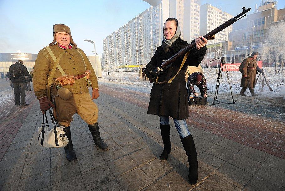 metro_Alma-Atinskaya_2012_12_24_opened_06_woman_with_rifle_Kommersant