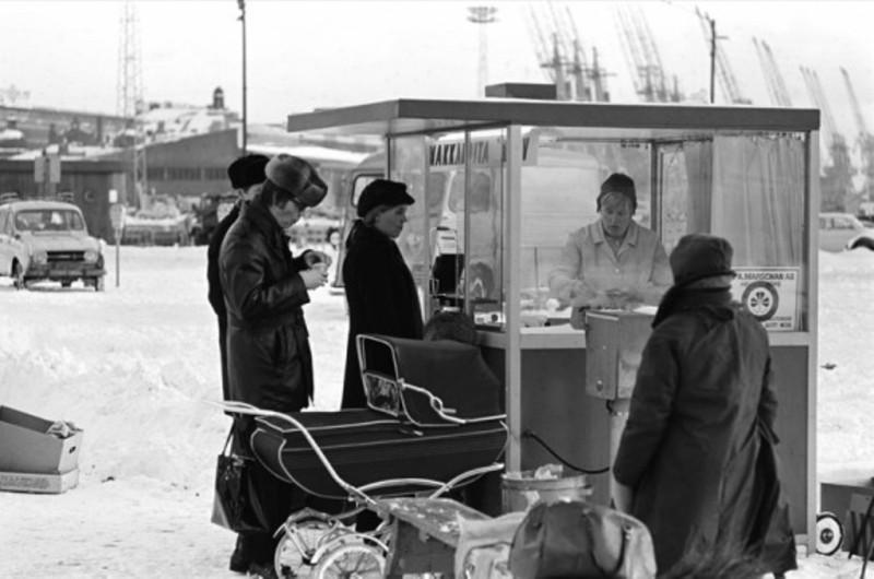 kauppatorin_makkarakoju_1970_hgin_kaupunginmuseo_simo_rista