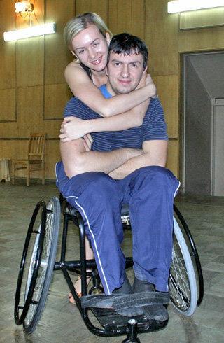 Брейк-данс в инвалидном кресле