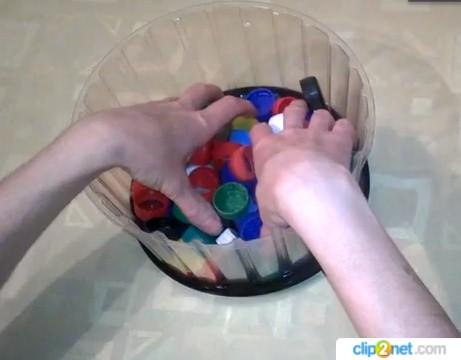 ПЭТ-крышки как тренажер для пальцев после инсульта