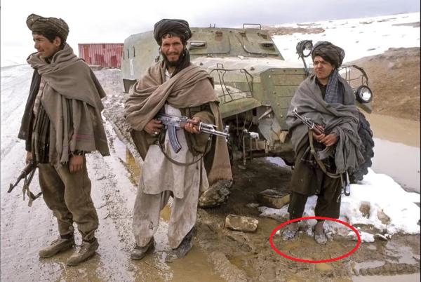 Почему моджахеды в Афганистане ходили в советских галошах и откуда они их брали