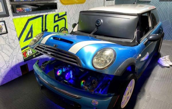 Энтузиаст интегрировал гоночный симулятор iRacing в реальный автомобиль