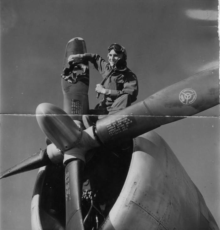Этот пилот истребителя родился в комбинезоне
