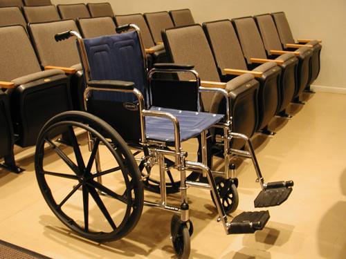 Инвалиды в кинотеатр