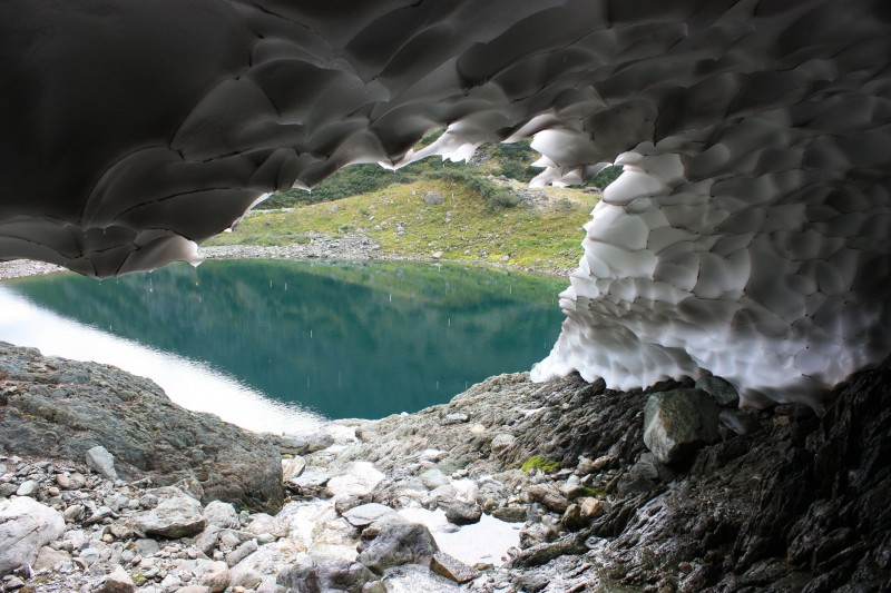 Водоем подпитывается тающим ледником