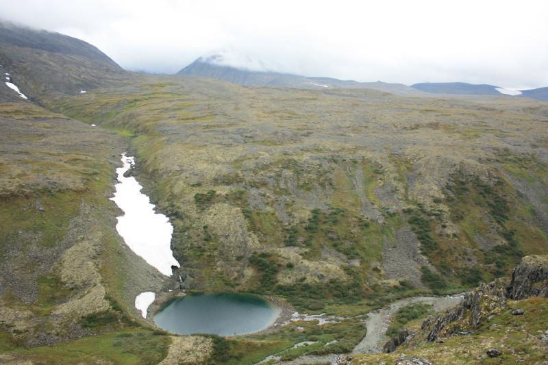 Это безымянное озеро соединяется с р.Грубе-Ю