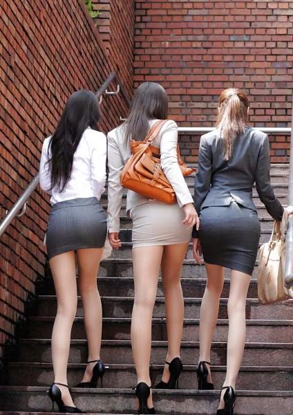 Девушки в коротких юбках и колготках фото 6370 фотография