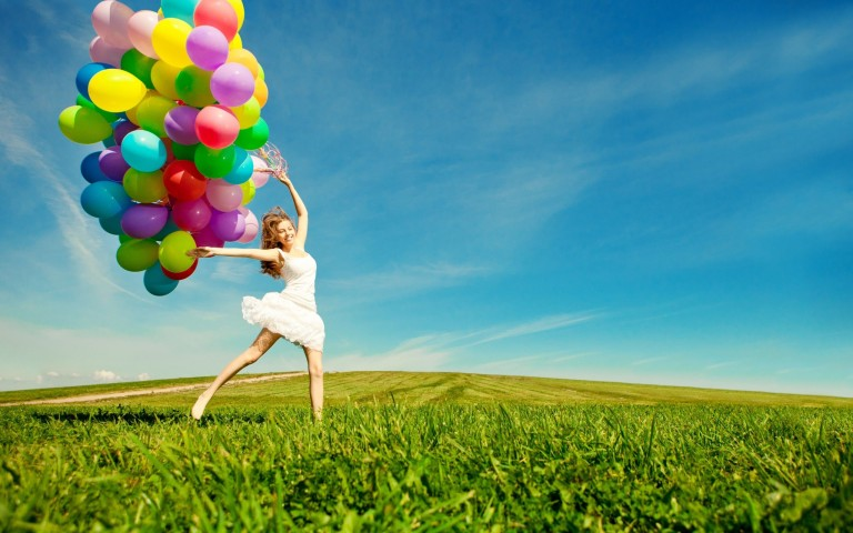 balloon-girl-happy-wallpaper-768x480