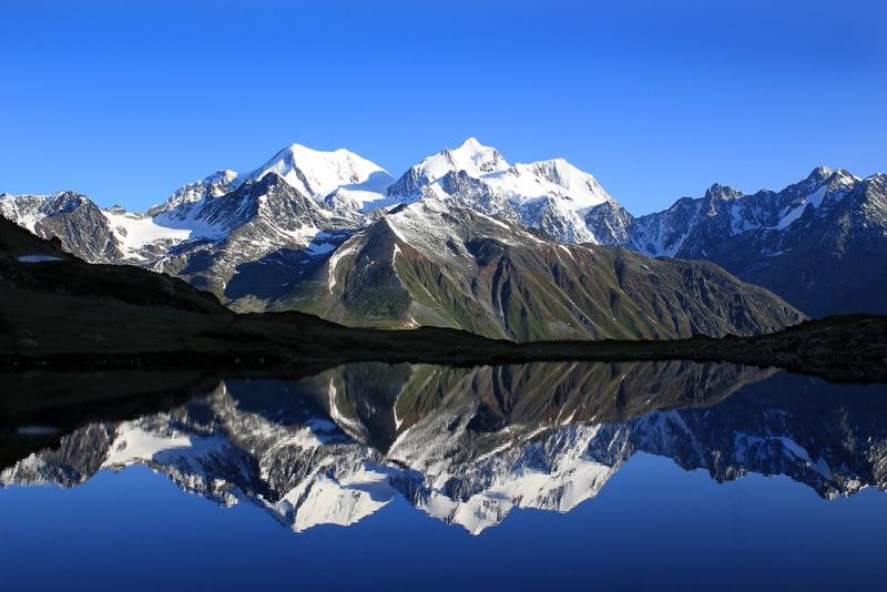 гора Белуха и озеро Равновесия