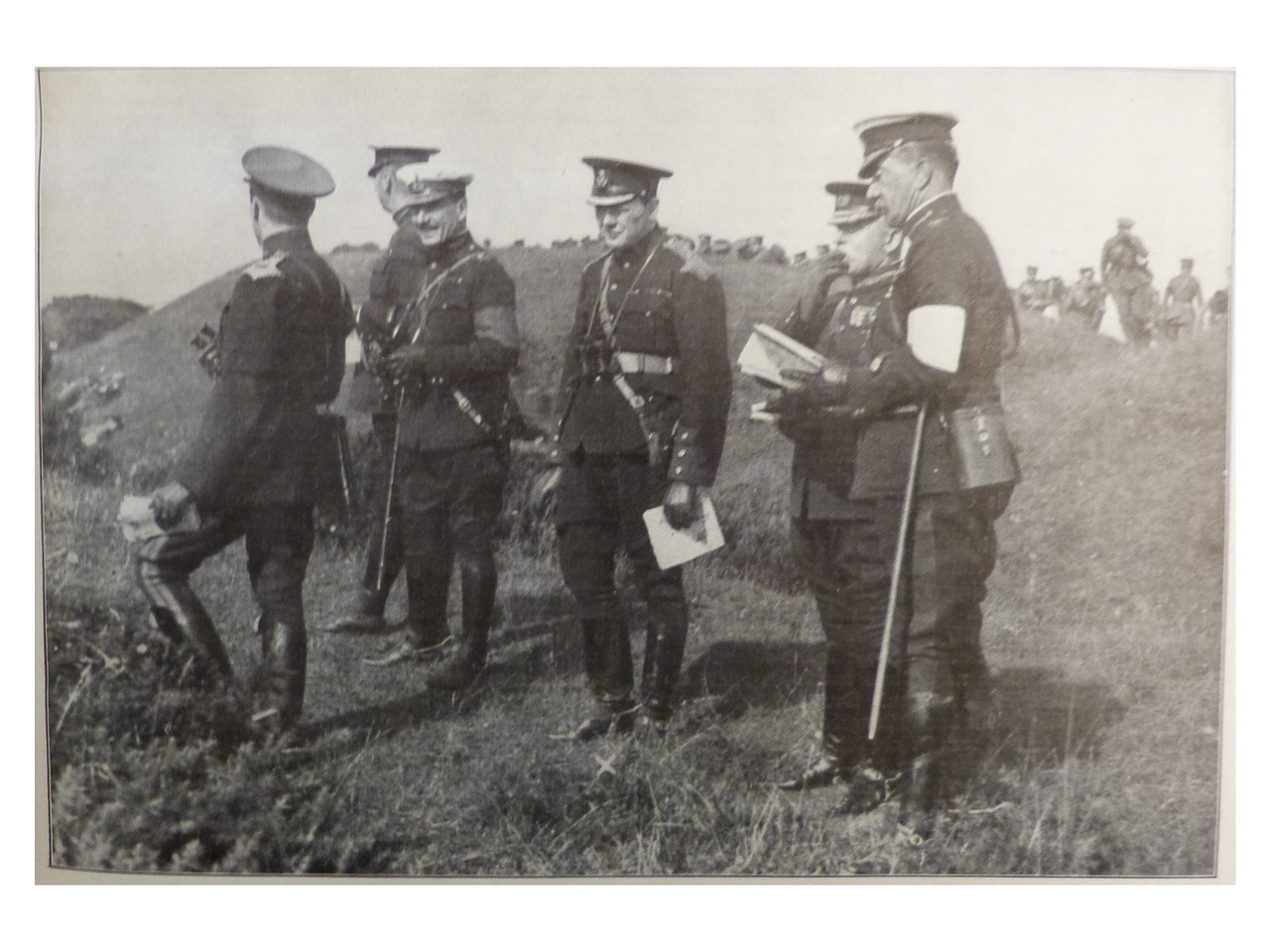1910. Министр внутренних дел Уинстон Черчилль (третий справа) наблюдает за маневрами в Олдершоте с генералом Френчем (второй справа)