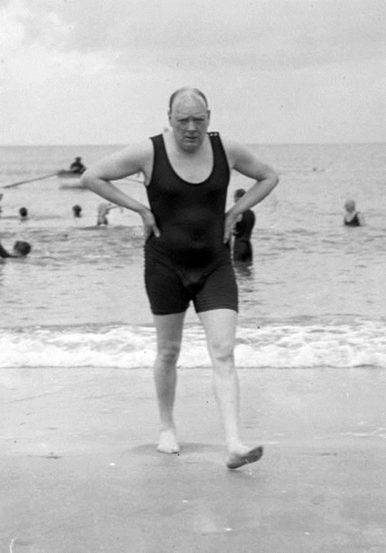 1922. Уинстон Черчилль в купальном костюме