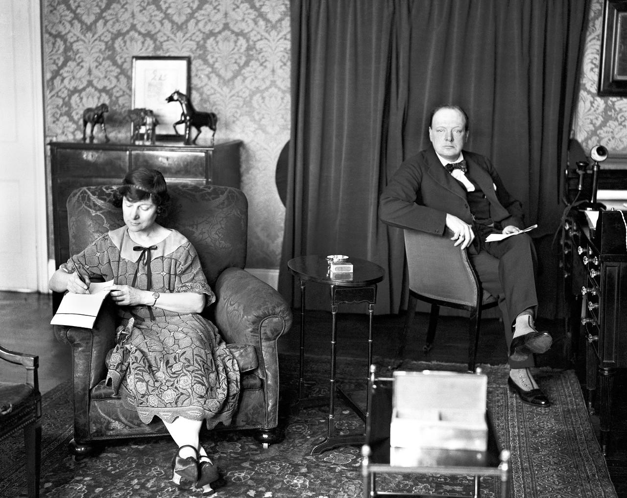 1923. Черчилль в своем домена Сассекс-сквер, Лондон