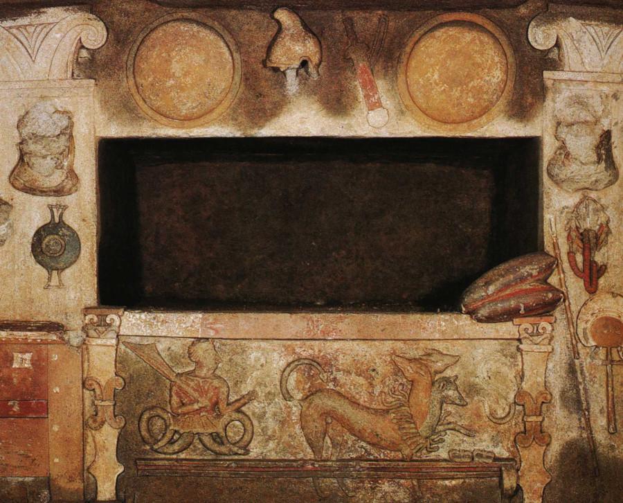1350254909--375--tombe-des-reliefs-loculus-principal-avec-klingyo--cerveteri
