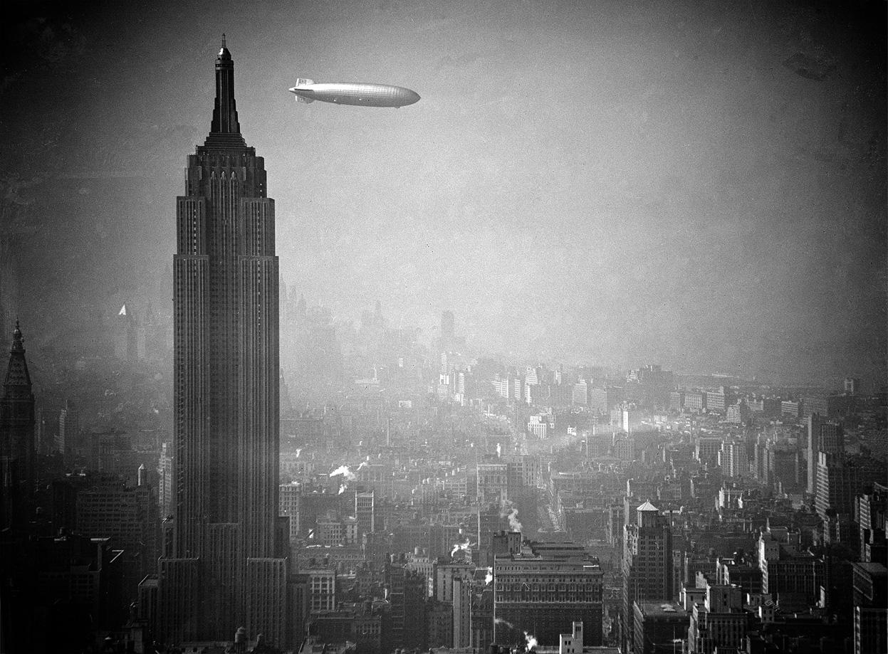 Гінденбург пролітає повз Емпайр Стейт Білдінг на Мангеттені 8 серпня 1936 року