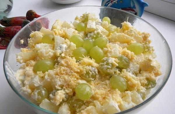 Цыганский салат с виноградом