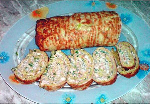 Рулет из кабачков с сыром и чесноком