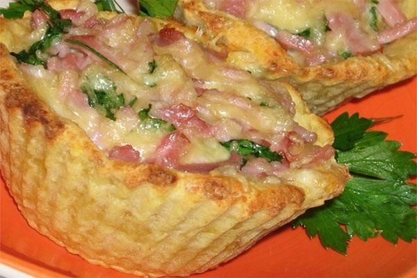 Картофельные тарталетки с сырно-ветчинной начинкой