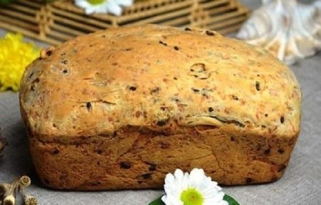 Домашний хлеб с сыром и жареным луком