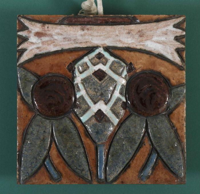 9-Врубель - Печной изразец с изображением стилизованного василька - Около 1900.jpg