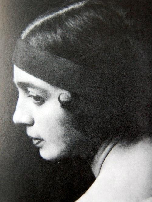 2-Вера Судейкина - Фото П Шумова - Париж - 1921.jpg