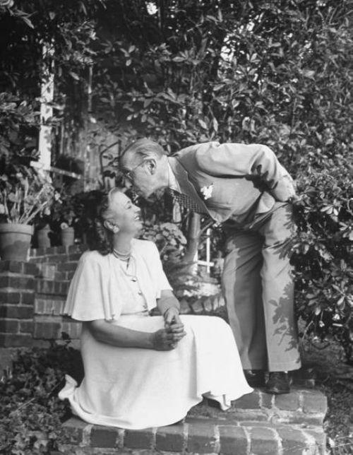 8-Игорь и Вера Стравинские - Голливуд - 1947.jpg