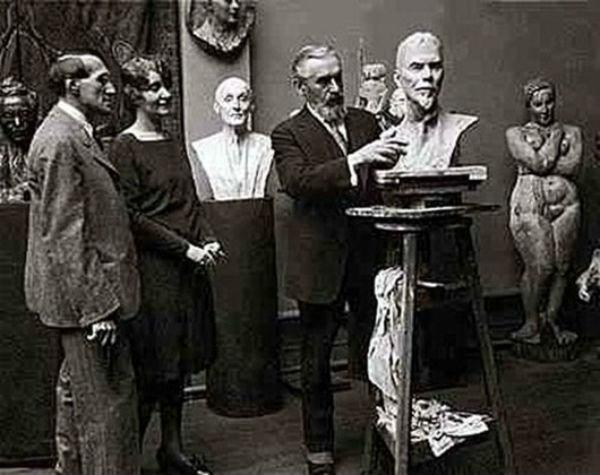 4-В Нью-йоркской мастерской Сергея Коненкова - 1927.jpg