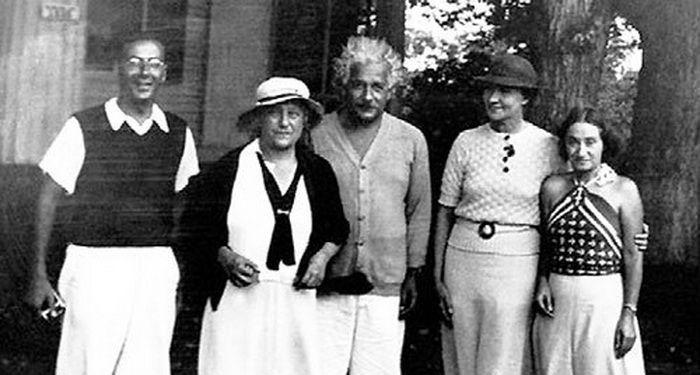 6-Слава направо Роберт Оппенгеймер Эльза и Альберт Эйнштейн Маргарита Коненкова приемная дочь Эйнштейнов Маргот.jpg