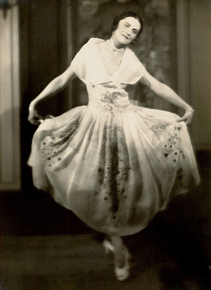 7-Ольга Пикассо на балу у графа де Бомона - Париж - 1924.jpg