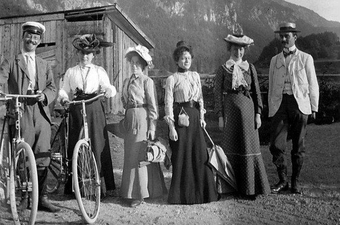 8-Художественный класс школы Фаланга -  Кандинский и Мюнтер - с велосипедами Кохель - 1902.jpg