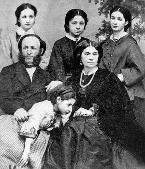 Айвазовский с семьёй.jpg