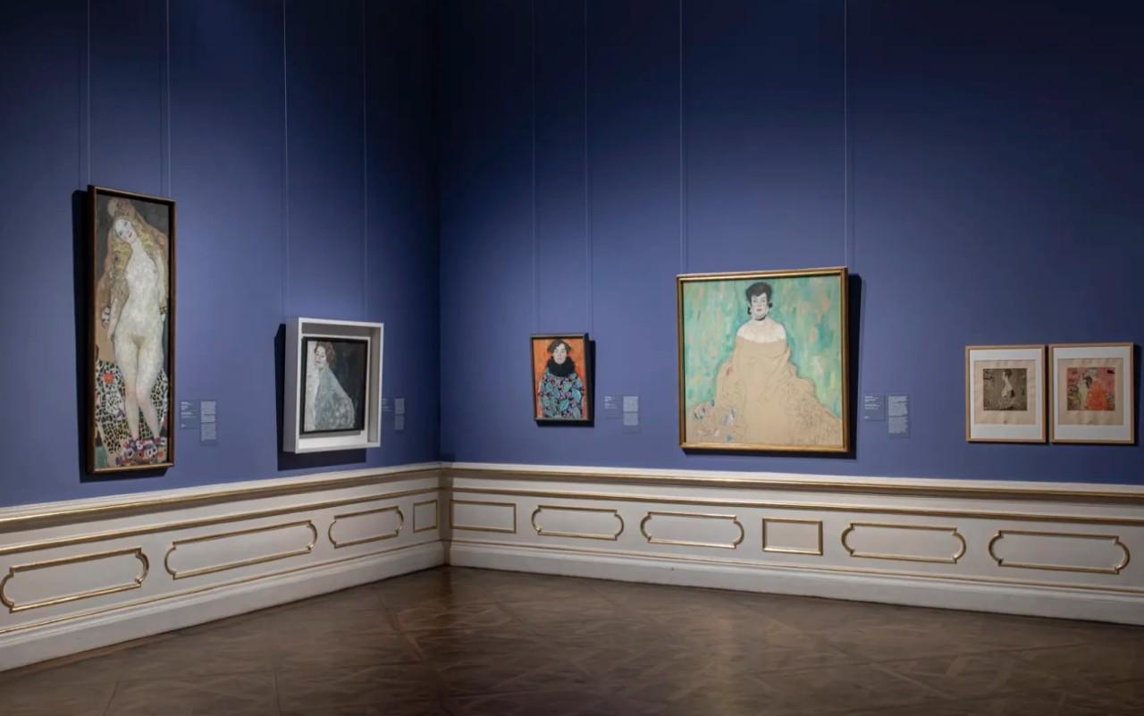 Зал с картинами Климта - 2.jpg