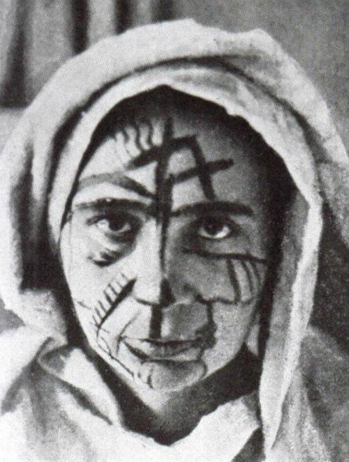 10-Наталья Гончарова в футуристическом гриме - 1912.jpg
