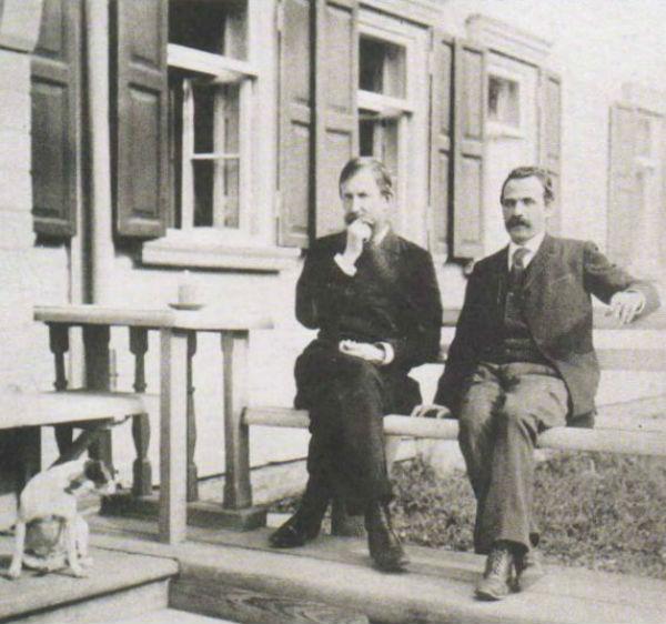 14-Художники Виктор Васнецов и Александр Киселев в Абрамцеве - 1890-е.jpg