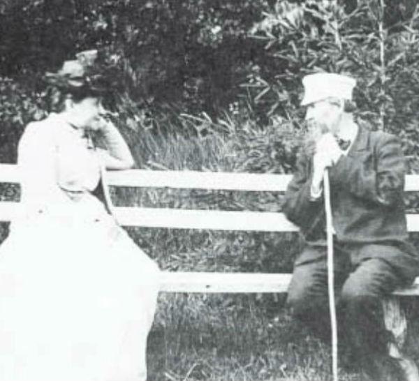 15-Елизавета Мамонтова и Виктор Васнецов в Абрамцеве - 1890-е.jpg