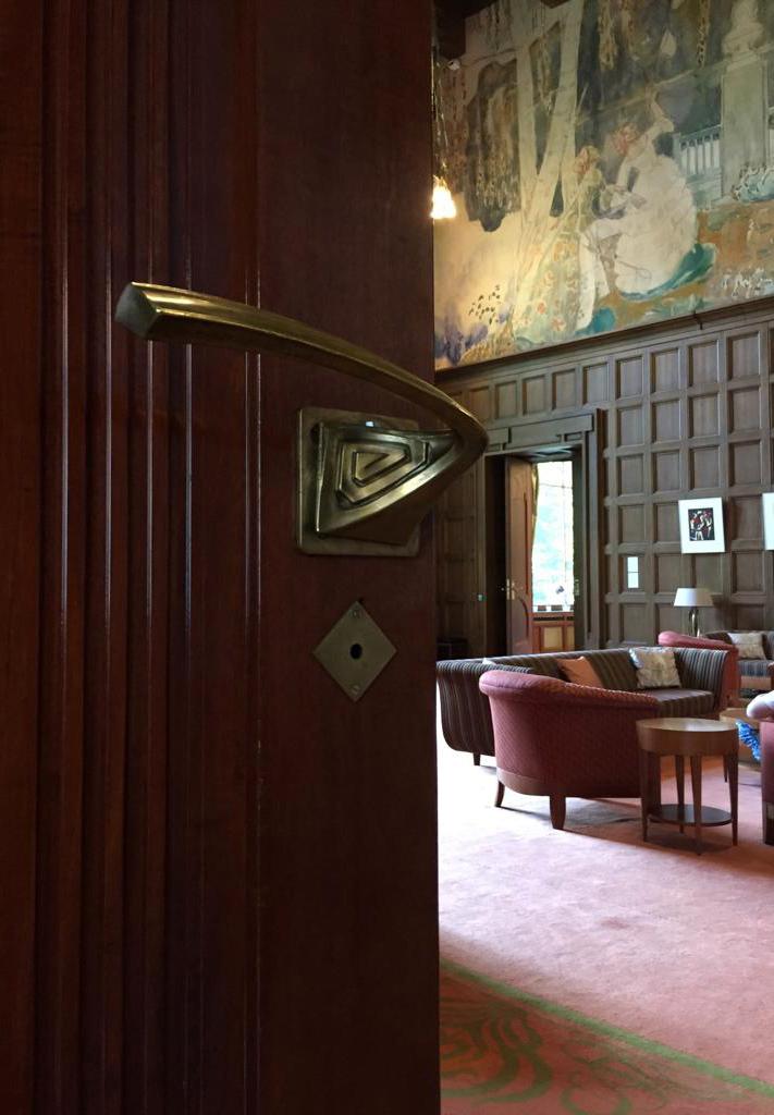 Как и в Особняки Рябушинского, ручки дверей каждой комнаты имеют индивидуальный дизайн.