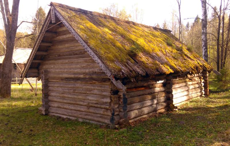 Двойной амбар. Перевезён из бывшей деревни Пылёво Весьегонского района.