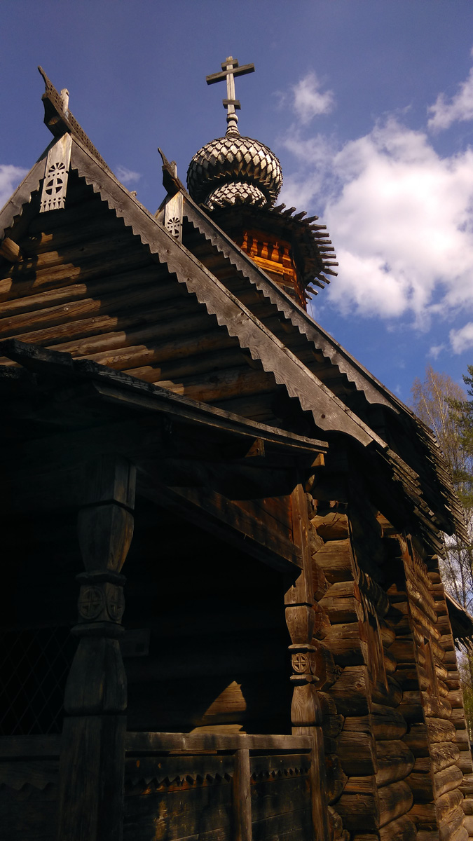 Церковь Знамения из села Пылёво Весьегонского района Тверской области 1742 года постройки. Постройка клетского типа с пределом, привезена и отреставрирована в 1981-83 годах