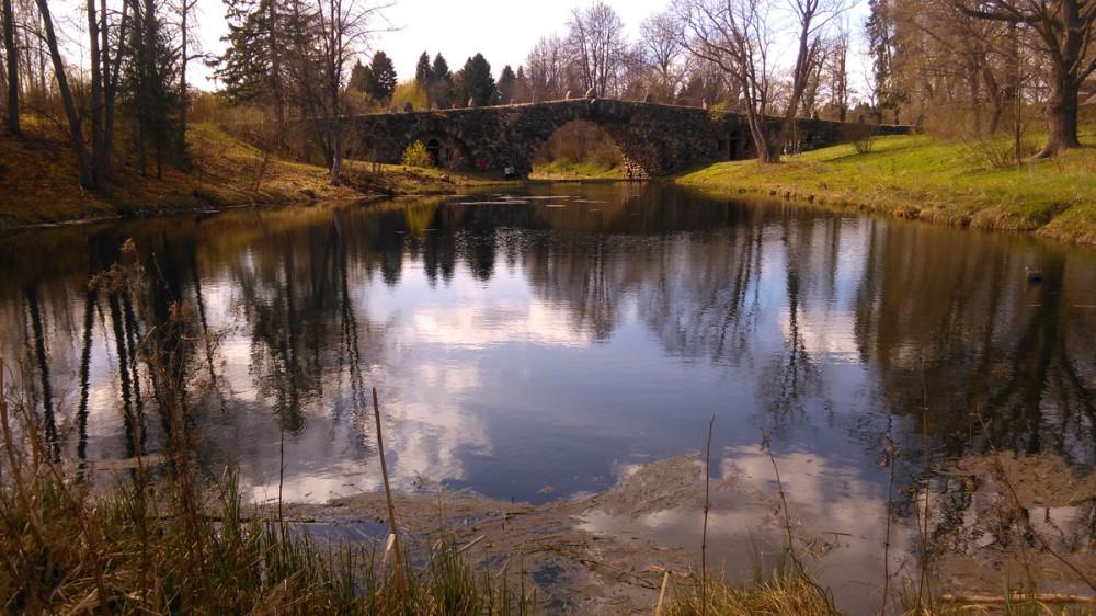 Вид от плотины на верхний пруд и Чертов мост...